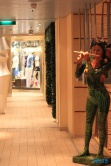Figur vor Marktrestaurant Karibisches Meer 14.04.06 - Karibik nach Mallorca AIDAbella Transatlantik