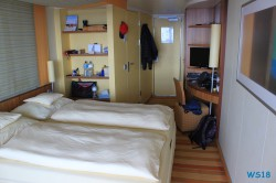 Balkonkabine Deck 8 Atlantik 18.10.05 - Big Apple, weißer Strand am türkisen Meer, riesiger Sumpf AIDAluna