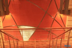 Treppe Atlantik 18.10.04 - Big Apple, weißer Strand am türkisen Meer, riesiger Sumpf AIDAluna