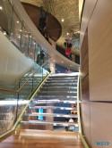 Treppe Theatrium 19.07.06 - Das größte AIDA-Schiff im Mittelmeer entdecken AIDAnova