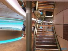 Treppe Theatrium 19.07.09 - Das größte AIDA-Schiff im Mittelmeer entdecken AIDAnova