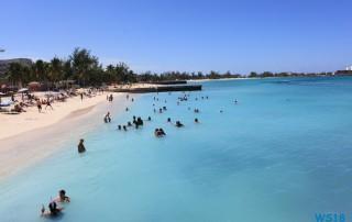 Nassau 18.10.06 - Big Apple, weißer Strand am türkisen Meer, riesiger Sumpf AIDAluna